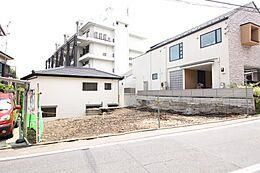 東側の土地はグランドレベルが本地よりも低いため、日当たりの良い家が建築可能です。