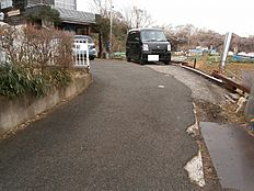 前面道路は幅員約4mございます。