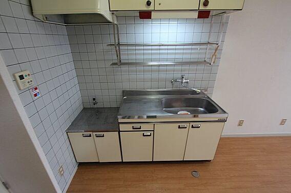 キッチンは収納...