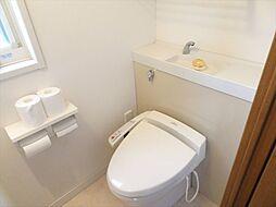 手洗いが設置された温水洗浄便座のトイレになっています。(2018年9月14日撮影)