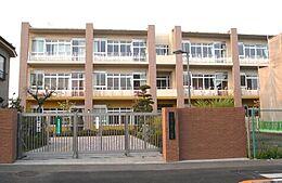 第三小学校距離1100m