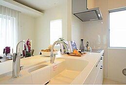 機能性と遊び心に溢れた高度なデザインでライフスタイルにあった空間を演出します。オーダーメイド住宅だからこそ叶う贅沢な空間へご案内致します。(建物プラン例/建物価格1755万円、建物面積89.26m2)