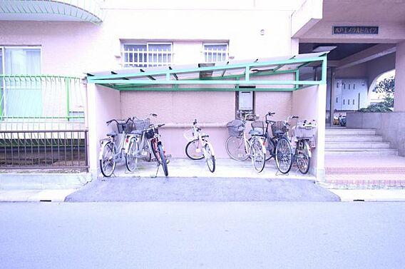 屋根付き駐輪場...