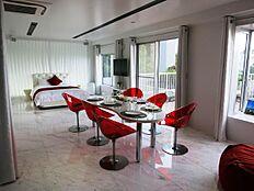 リビングにあるこれらの家具・家電もそのままお譲りします。すべてが新しい。