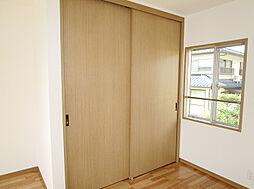 「2階主寝室大型収納」