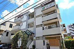 白い小さなマンション[302号室]の外観
