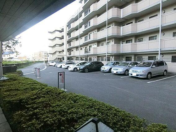 敷地内の駐車場...