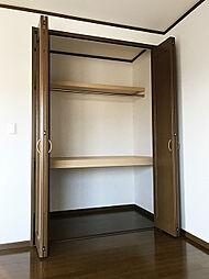 「洋室:2階東側(2)」クローゼットにはポールハンガーもございます。