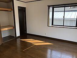 東側洋室スペース隣接した大容量の収納スペース