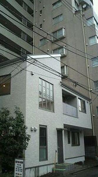 東京都新宿区西早稲田2丁目の賃貸アパートの外観