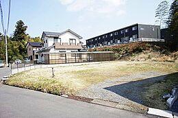 敷地は広々約77坪ございます。
