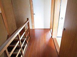 リフォーム中2階廊下です。天井、壁はクロスを張り替え、床はクッションフロアを張る予定です。