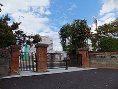 中学校武蔵村山市立第一中学校まで594m