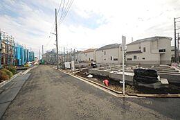 2工区 外観E号棟約5m公道の南西角地につき陽当り良好です