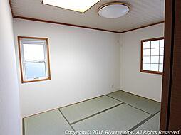[室内撮影] 落ち着きの間、和室6帖の付いた3LDKタイプ。トップライト設置で明るい室内です。