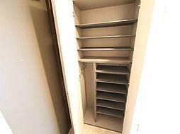 トレフルコートの玄関 シューズボックス付(収納充実してます)