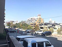 敷地内の駐車場です