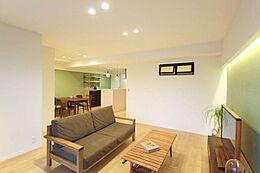 人気が高まっているリノベ済みのお部屋です。 リノベーションにより、間取り・内装・設備を一新しました