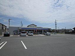 ローソン大垣領家町店です。お家から290mの位置にあり、徒歩6分で着くことが出来ます。散歩の途中に寄ってみてはいかがでしょうか。