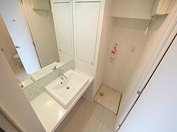 グラン・アベニュー西大須の脱衣所 オシャレな独立洗面台付 洗濯機ご用意できます