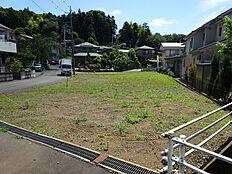 町田市の最西部にあり、丘陵地が占める相原町。相原駅より東側にある閑静な住宅街です。
