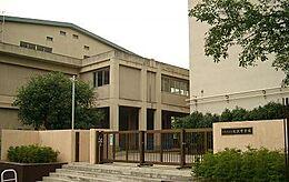 中学校北沢中学校まで1230m