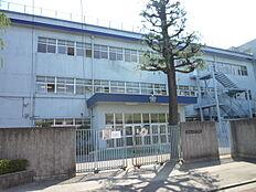 中学校立川市立第三中学校まで355m