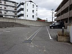 ヴィラ・リッコの駐車場
