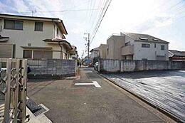 見通しの良い前面道路は約4mございます。
