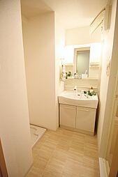 アプライズ西長堀の洗面脱衣所あり。ドアもあるので冬場も熱が逃げにくくなっています。