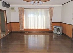 東陵町 売家 4LDKの居間
