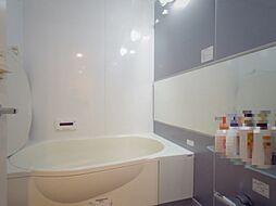 1418(1400mm×1800mm)サイズのラウンドバス(浴室暖房乾燥機付)