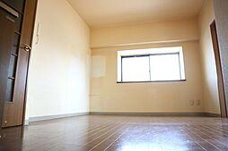 アリヴィラ15の落ち着いた色調の寝室です