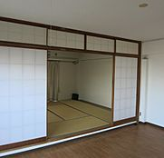 和室8帖とリビングが続きとなっており、障子を開放すると一層広々感じられます。