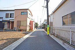 住環境に配慮されて第一種低層住居専用地域です。