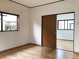 1F北西・北東洋室は部屋を繋げてリビングとしてお使い頂けます。(2)
