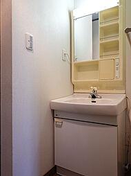 2階にも洗面台があると、出勤登校が重なっても洗面所で渋滞が起きません。また、体調が悪くて寝室で休んでいても洗面台が近くにあると安心ですね。
