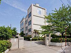 足立区立青井中学校 距離320m