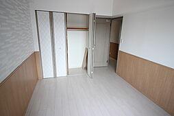 6.3畳洋室クローゼットつきだから整理整頓に便利ですね。