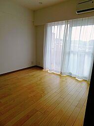 洋室3約5.0帖。南側に面した明るいお部屋です。