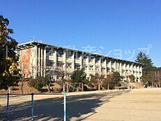 小学校奈良市立 平城西小学校まで831m