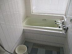 浴室はビューバスとなります。温泉がご利用になれます。