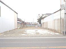 敷地はゆとりの約144坪ございます。