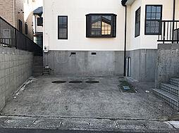 駐車1.5〜2台駐車可能です。