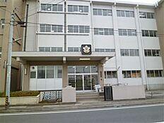 土浦市立土浦第一中学校(828m)