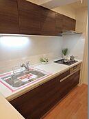 キッチンも新規交換済み。給排水管も交換済みです
