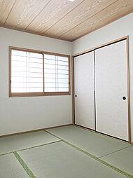 「和室:2階」シンプルにまとまった6帖のお部屋は使い勝手のよい空間です。