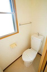 サンライフ鴨江の窓付きのトイレ