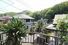 高尾駅徒歩12分 南雛壇につき、日当たり・風通し良好です。建築条件がございませんので、理想の工務店で、こだわりのマイホームを