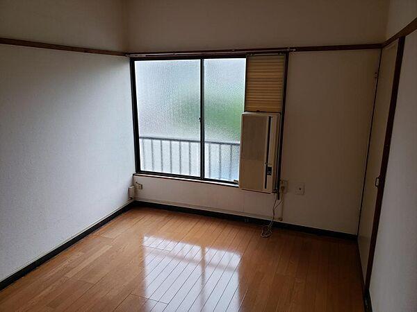 彩ハウス[201号室]の外観